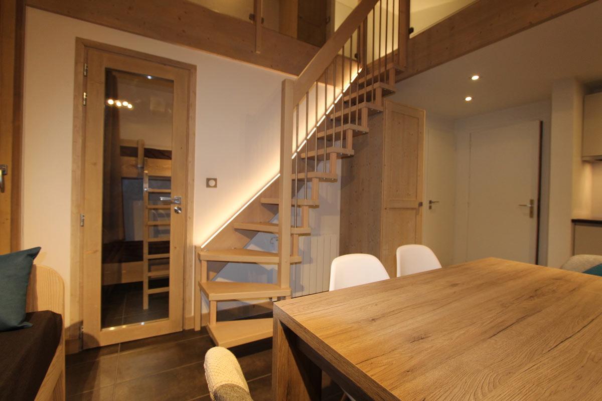 Rénovation complète d'un petit appartement avec chambre cabine et mezzanine à Val d'Isère